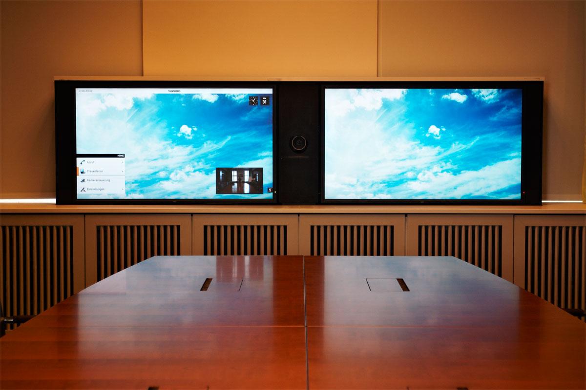 Videokonferenzsysten voll ausgefahren, Foto: Christian Fittkau