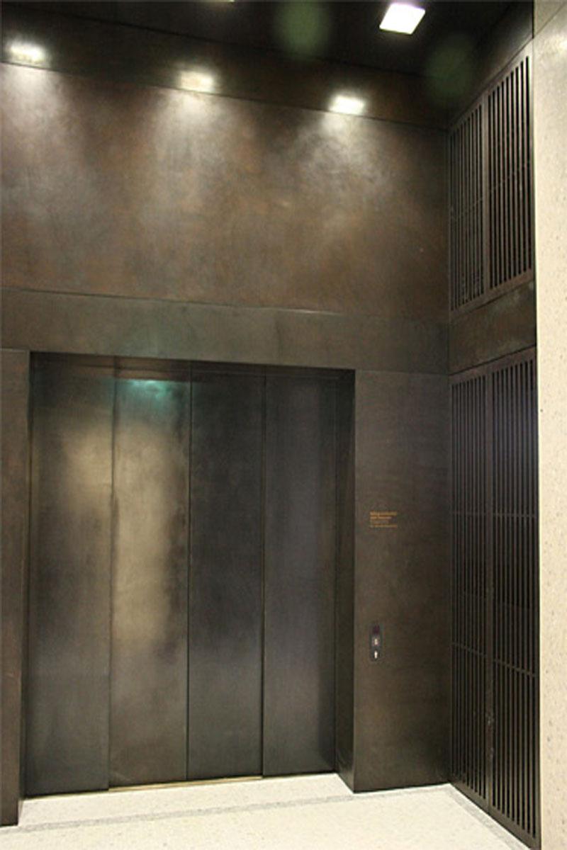 Verkleidung Aufzugsportal, Foto: Michael Mey